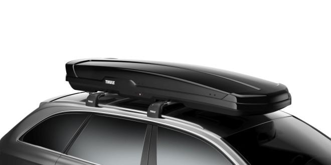 Thule prezentuje Thule Flow: dachowy bagażnik na narty dla fanów sportów zimowych