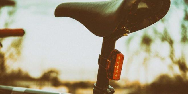 Światło rowerowe latem? Jest ważne, zobacz dlaczego