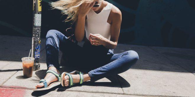 Modnie i klasycznie – Teva rozwija lifestylowe kolekcje sandałów