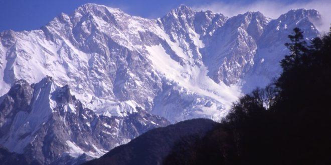 Najwyższy trawers na świecie – rusza wyprawa Simone Moro i Tamary Lunger na Kanczendzongę