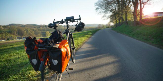 Urlop na siodle – przygotuj się na rowerową wyprawę