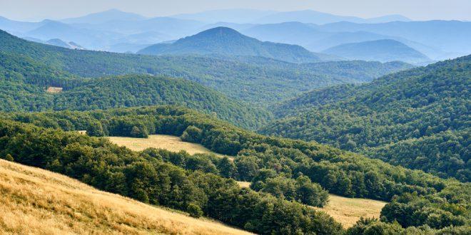 Najpiękniejsze szlaki turystyczne Bieszczad – odwiedź je jeszcze w te wakacje!