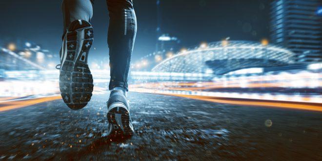 Nocą biegać każdy może. Jak się przygotować?