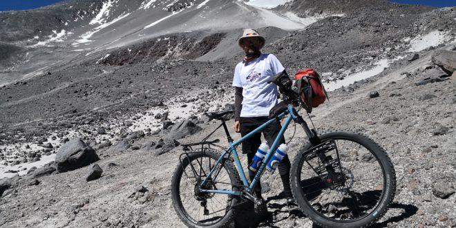 Marcin Korzonek wjechał rowerem na prawie 6000 m n.p.m.