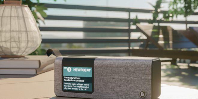 Cyfrowe audycje, podcasty i głośnik Bluetooth w jednej zgrabnej formie. Bądź na fali z radiem Hama DR200BT