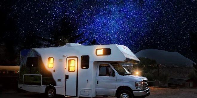 Co warto zabrać ze sobą do kampera?