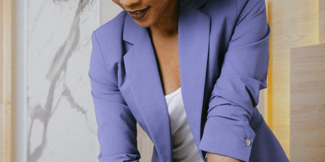 Żakiety damskie – jak nosić klasyczny żakiet w pracy i nie tylko?